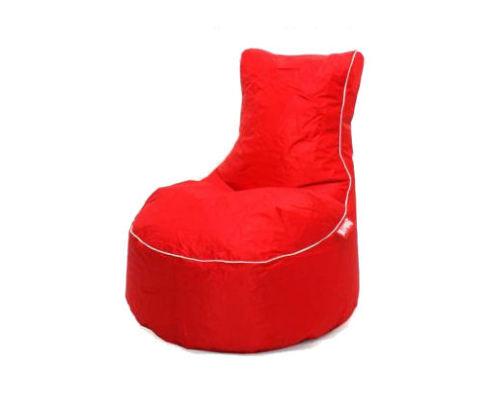 Signální červená je základní barvou a hodí se tak téměř ke všemu. Vhodná na doplňky nebo solitérní kusy.